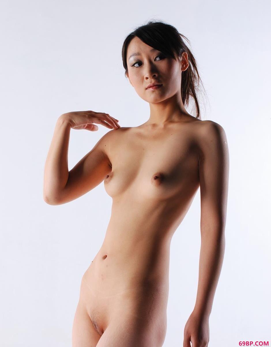 女艺术摄影_嫩模小贤室拍青春诱惑美体