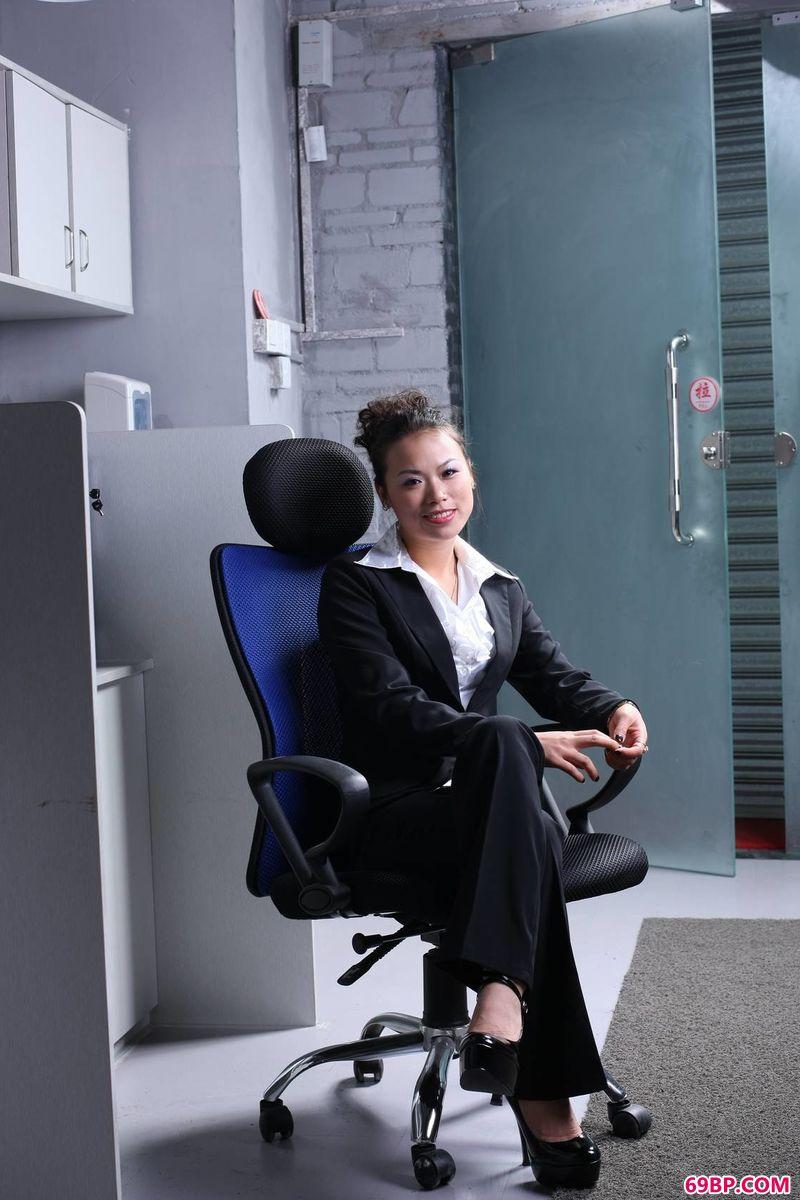 裸模CICI办公室主题写真